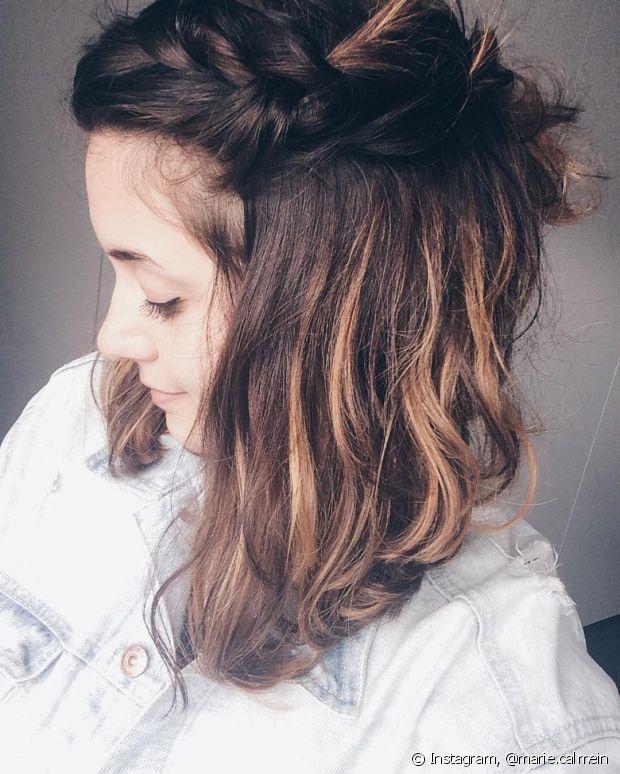 Para disfarçar a raiz crescida ou fios brancos na gravidez, você pode fazer luzes ou mechas, que não encostam no couro cabeludo