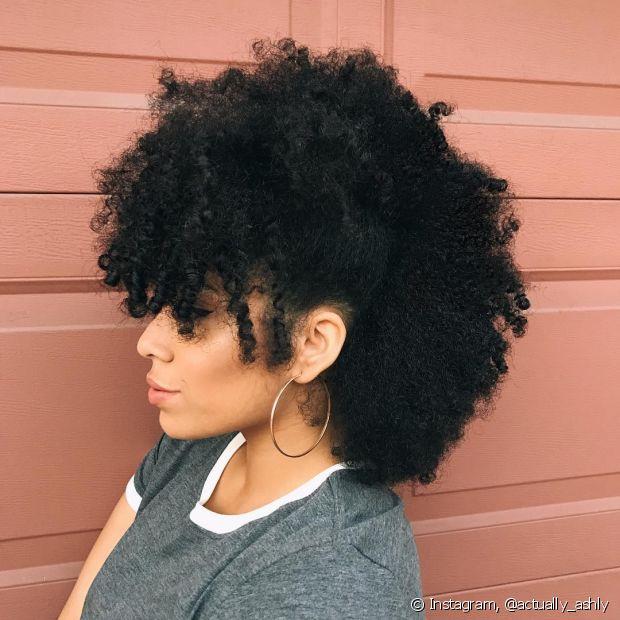 O falso sidecut pode ser feito dos dois lados da cabeça deixando o efeito do penteado moicano