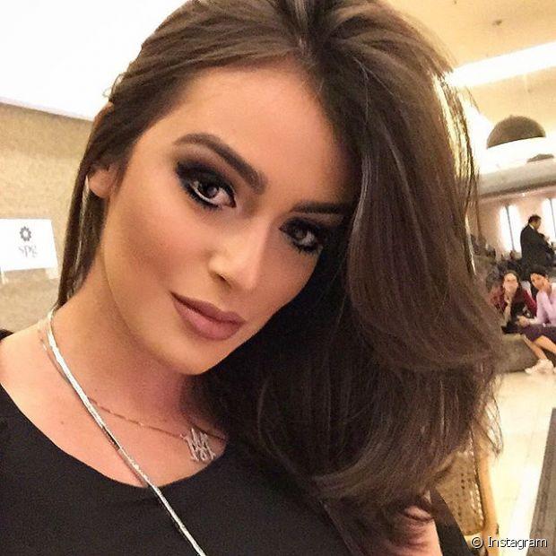 Mariana Saad sempre passa protetor término nos cabelos, já que é adepta da chapinha e do secador