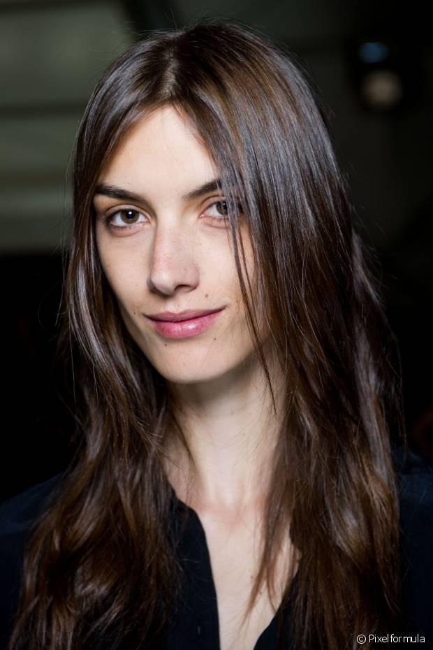 As meninas que investiram recentemente na escova progressiva devem abrir mão de lavar o cabelo todos os dias para não acelerar a eliminação da química nos fios e diminuir o efeito liso