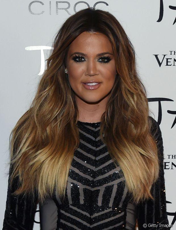 Khloé Kardashian sempre foi adepta do ombré hair. A socialite já exibiu fios com as pontas destacadas de loiro