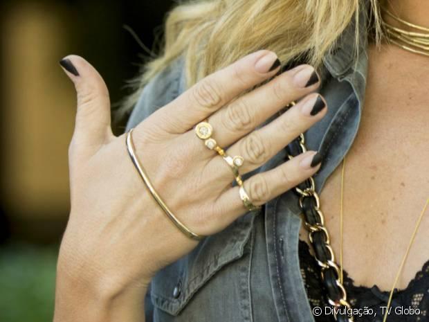 As unhas de Atena, personagem de Giovanna Antonelli em 'A Regra do Jogo', é chamada de negative space
