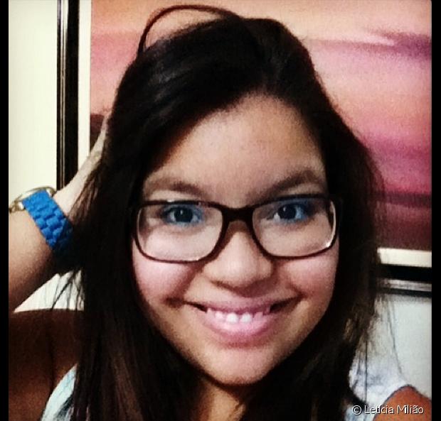 Letícia Milião se despediu dos cabelos lisos por acaso. A gerente de mídias sociais foi fazer uma palestra em São Paulo, resolveu cortar o cabelo e tirou toda a química dos fios