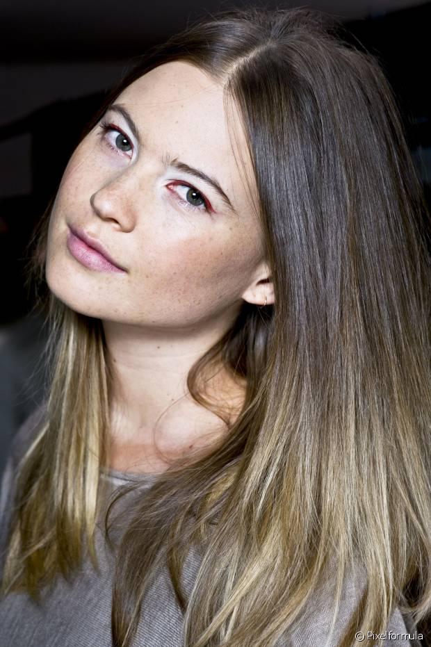 É normal que os cabelos fiquem ressecados depois de pintá-los. Invista na hidratação semanal!