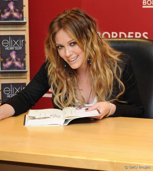 Em 2010, a cantora Hilary Duff também investiu no visual com mechas californianas