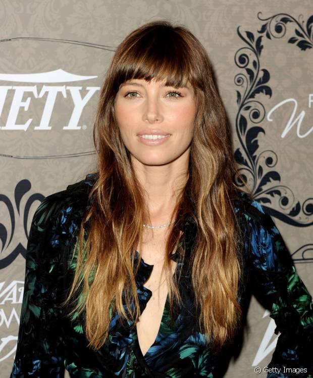 Jessica Biel, esposa de Justin Timberlake, amava as mechas californianas nos cabelos castanhos