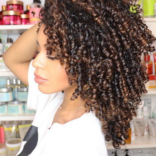 Além dos acessórios, dá para texturizar os cabelos usando os próprios fios