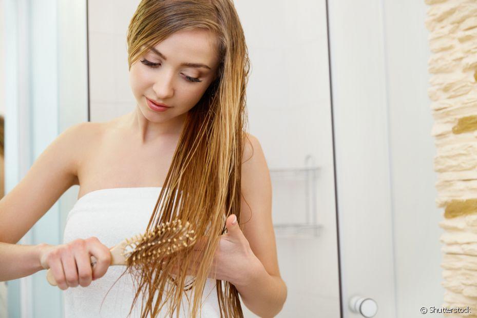 A sensação de cabelos sedosos e macios é instantânea com a hidratação de babosa com glicerina