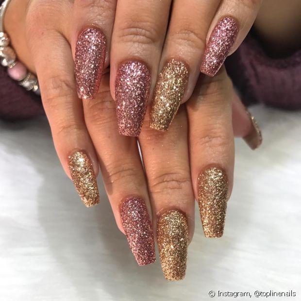As unhas de acrigel podem ser pintadas normalmente com qualqur esmalte ou nail art