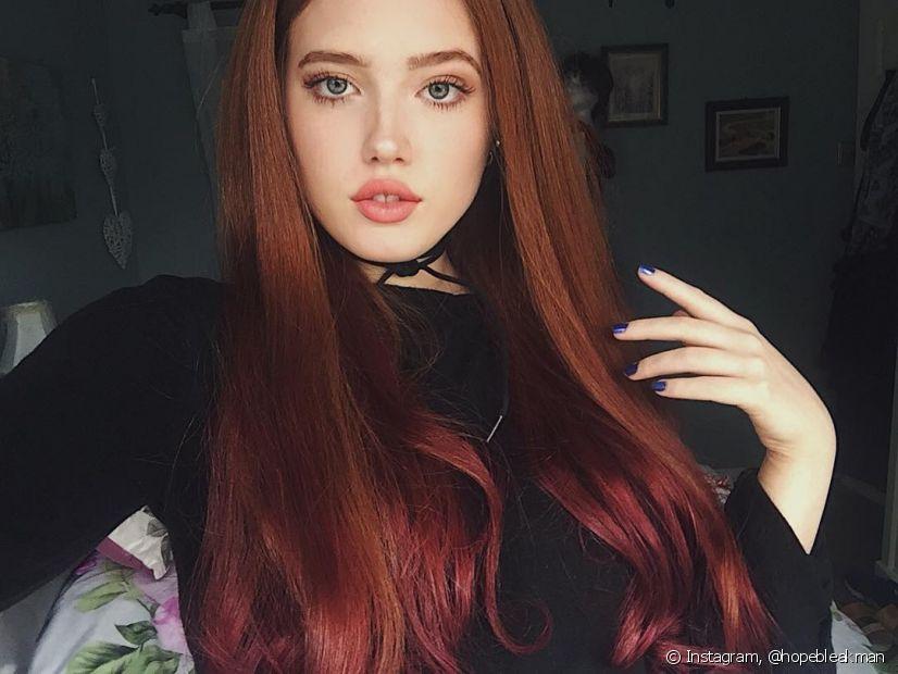O cabelo vermelho mais escuro pode deixara aparência mais séria