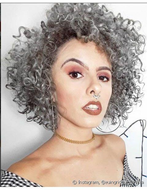 Ingrid Quintanilha é youtuber, estudante de comunicação e adora mudar a cor dos cabelos