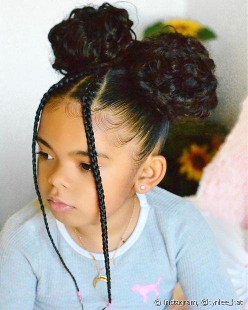 Com um pouco de criatividade, você consegue fazer penteados incríveis em cabelo cacheado infantil (Foto: Instagram @kynlee_kat)