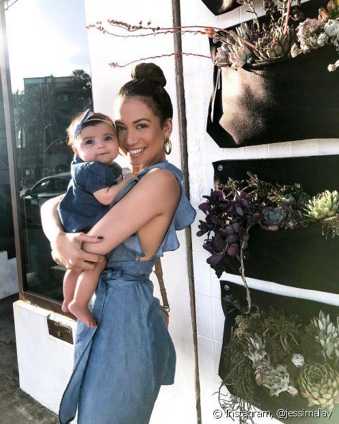 Penteados polidos e altos valorizam o visual das mães