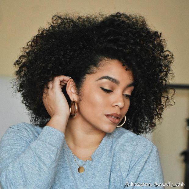 O vinagre de maçã no cabelo ajuda a dar brilho, evitar caspa e irritação no couro cabeludo (Foto Instagram: @actually_ashly (5))