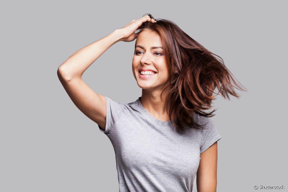 O frizz independe do tipo de cabelo e pode aparecer tanto nos fios mais lisos quanto nos mais crespos