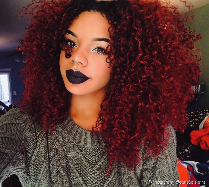 Aposte em produtos específicos para manter a cor e valorize o volume dos seus cabelos crespos com a sua texturização favorita