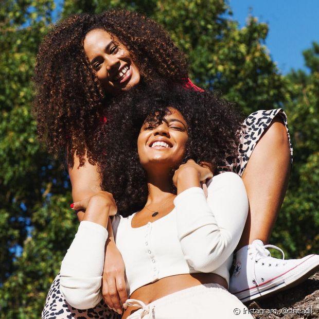 A transição capilar fez parte da jornada capilar de muitas mulheres nos últimos anos e tem papel importantíssimo na conexão com a ancestralidade negra