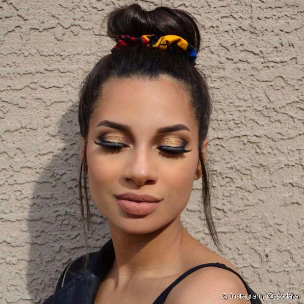 As scrunchies também podem ficar mais sofisticadas de acordo com o penteado e a produção (Foto: Instagram @asodara)