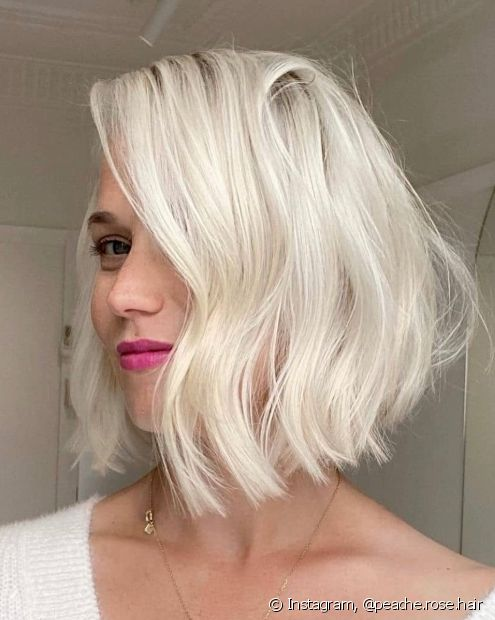 O loiro perolado é uma nuance mais iluminada dos loiros frios (Foto: Instagram @peache.rose.hair)