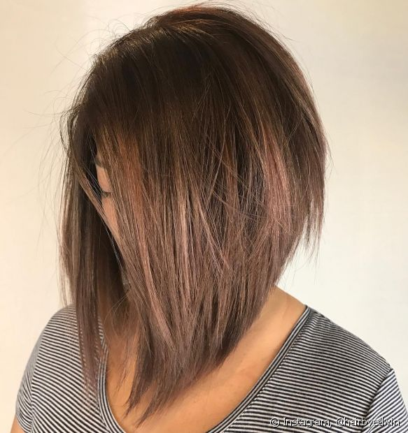 O corte chanel de bico + mechas é a combinação perfeita para um cabelo com movimento e iluminado