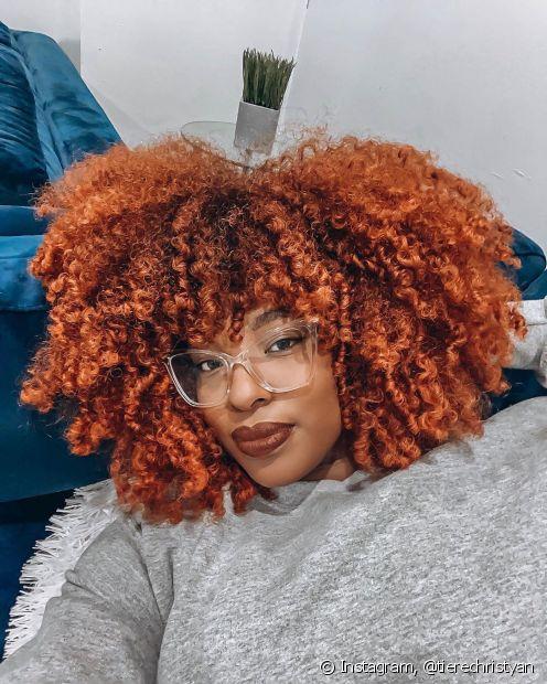 A queratina líquida nos cabelos crespos e cacheados ajudam a garantir os cachos perfeitos (Foto: Instagram, @tierechristyan)