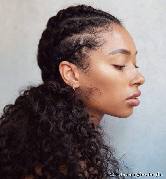 Aprenda a fazer trança embutida no cabelo cacheado! (Foto: Instagram @freshlengths)