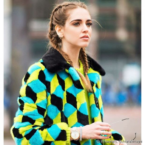A blogueira Chiara Ferragni usou as boxer braids para acompanhar um desfile de moda