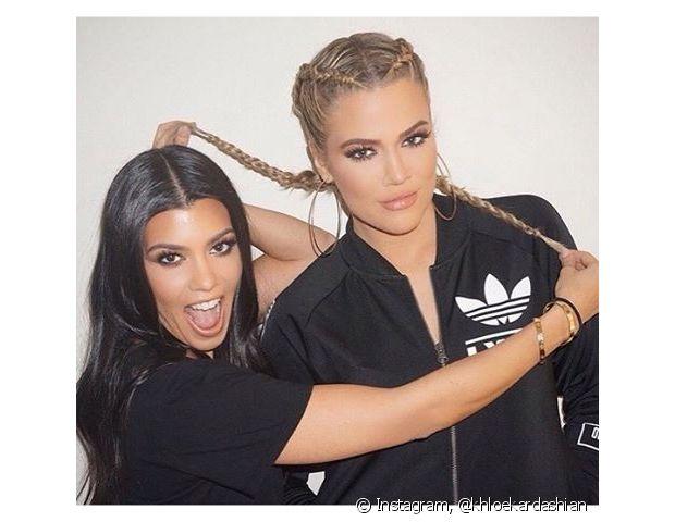 Khloé Kardashian foi na onda de sua irmã Kim Kardashian e também aderiu as boxer braids