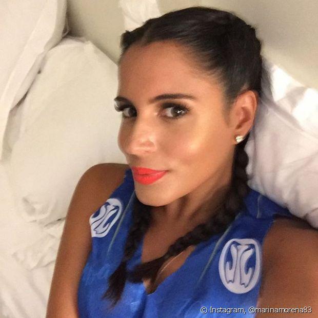 Marina Morena usou as boxer braids para curtir o Carnaval na Sapucaí, no Rio de Janeiro