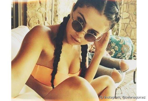 Selena Gomez já investiu nas boxer braids para curtir um dia de sol