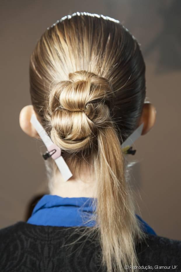 O efeito molhado é uma tendência recente de estilização dos fios com gel e deixa qualquer penteado poderoso