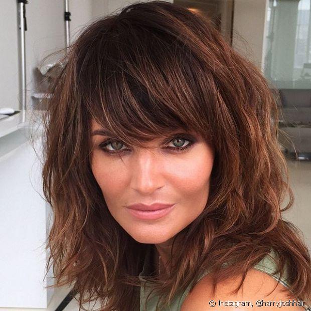 Aplica condicionador no couro cabeludo pode causar oleosidade excessiva e descamação