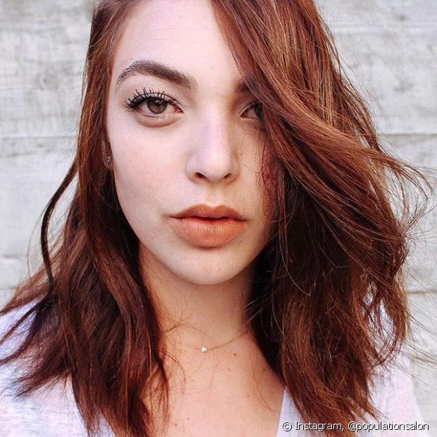 Para as mulheres que desejam apostar no cabelo vermelho sem agredir os fios com uma descoloração, o tonalizante é uma boa pedida!