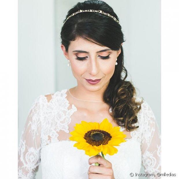 Rabos de cavalo com com arcos finos ou tiaras também estão na listinha dos preferidos das mulheres para o dia do casamento