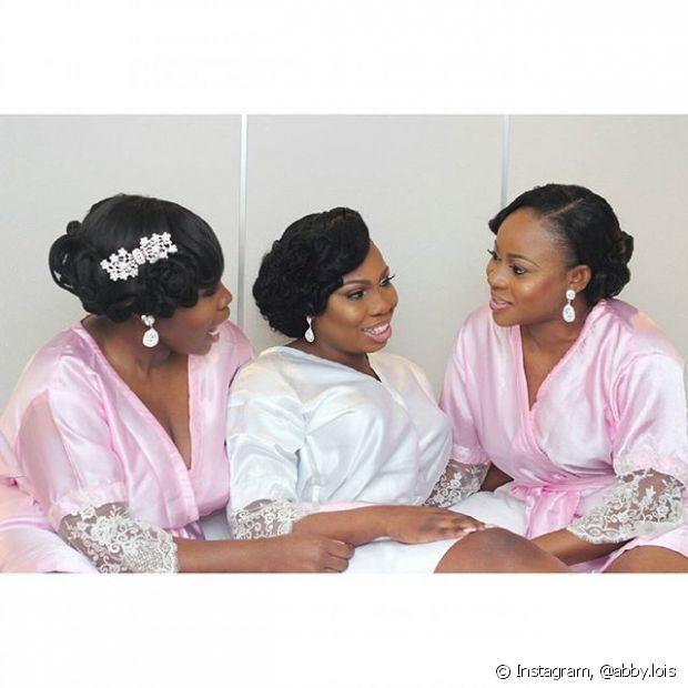 Na hora de escolher o que fazer no cabelo, deve-se levar em conta o tipo de cerimônia, o local e horário, além de casar perfeitamente com o estilo de quem for usá-lo