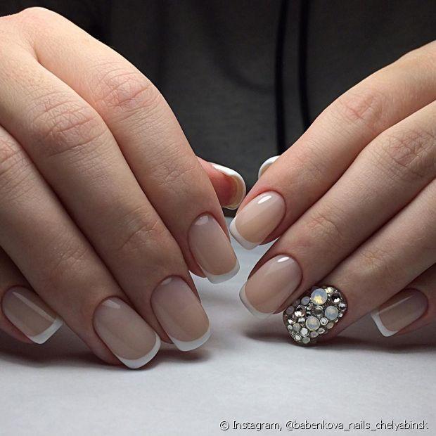 O vinagre consegue remover qualquer resíduo de esmalte ou base que tenha ficado nas suas unhas