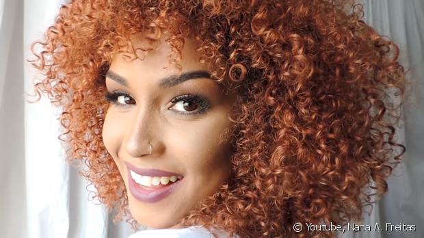 A blogueira Nana Freitas ensina como fazer uma hidratação bomba que vai salvar seus cabelos
