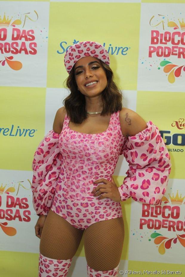 Anitta usou um look com animal print do estilista Amir Slama