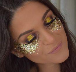 848c9c0ba Amantes do Carnaval dão dicas de como grudar o glitter no rosto e no ...