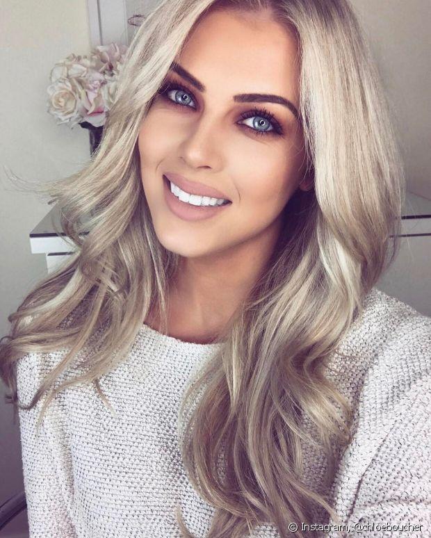 No caso dos cabelos loiros, o ideal é usar o Glicopan Pet misturado com umas máscara de hidratação. O produto possui uma coloração alaranjada que pode deixar as madeixas mais claras amareladas