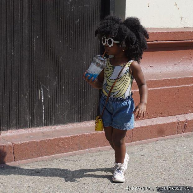 Deixar o cabelo solto é sempre uma solução. Que tal um black poderoso?