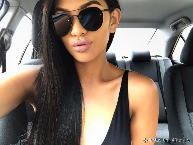 Você pode clarear os cabelos pretos aos poucos, investindo em um ombré hair com cores mais quentes