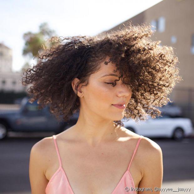 Com o teste de porosidade, você descobre até onde deve aplicar a química no cabelo
