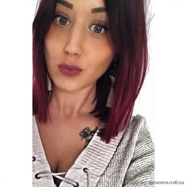 Dependendo da cor base do seu cabelo, não precisa descolorir os fios antes de pintar os cabelos de vermelho