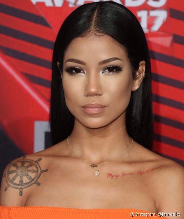 Existem tatuadores especializados em tatuagem para pele negra. Busque indicações!