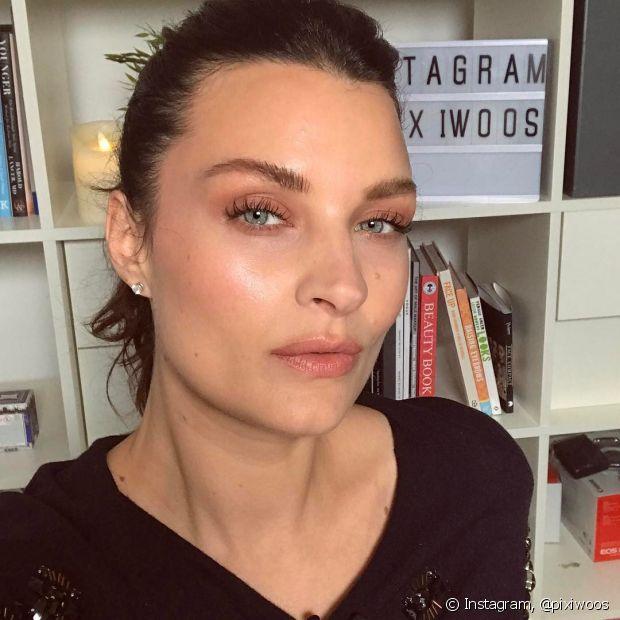 Muitas das suas maquiagens podem ser reaproveitadas. Você pode usar um mesmo produto para várias partes do rosto