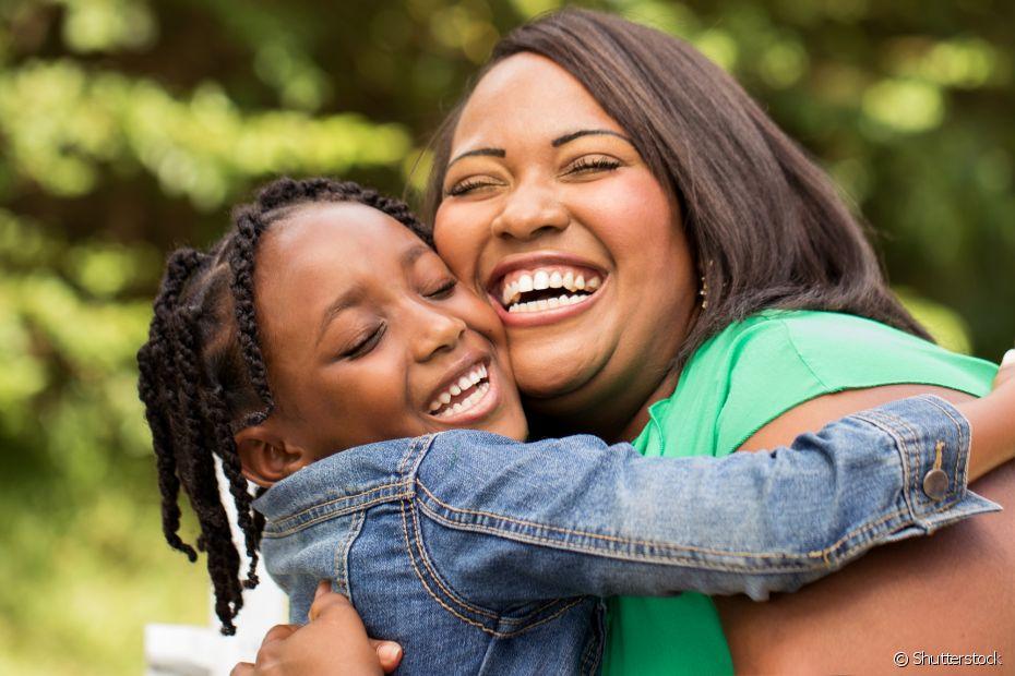 Procure conversar com seus filhos sobre as novas configurações familiares e ensine-o a respeitar as diferenças
