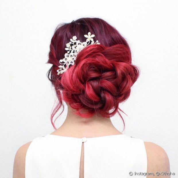 Os coques são penteados sofisticados para as madrinhas de casamento