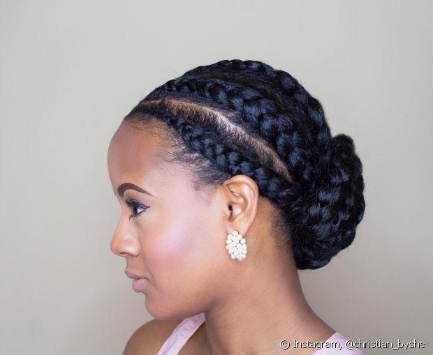 O coque baixo é um penteado elegante para todos os cabelos