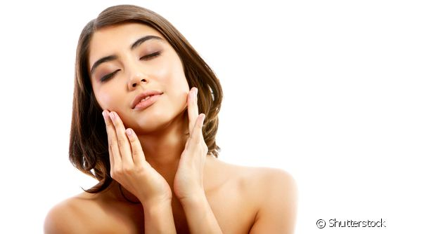 O óleo de coco é muito usado para tratar os cabelos e a pele